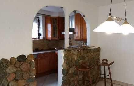 Gepflegte 3-Zimmer-Hochparterre-Wohnung mit Balkon und Einbauküche in Garbsen