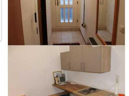 Modernisierte Wohnung mit zwei Zimmern sowie Balkon und EBK in Seeheim-Jugenheim