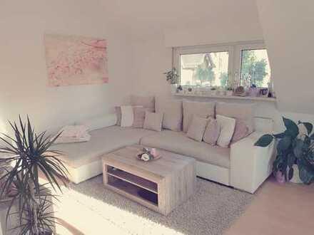 Schöne, neuwertige 4-Zimmer-Maisonette-Wohnung mit EBK in Stuttgart Zuffenhausen - Porsche nah
