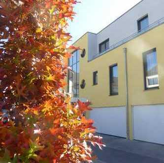 Schicke Penthouse-Wohnung in Augsburg-Haunstetten! 2 Zimmer mit herrlich sonniger Dachterrasse!