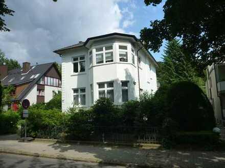 Helle Altbauwohnung in Blankeneser Villa zu vermieten mit gr. Balkon
