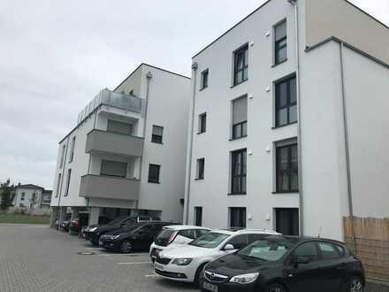 Neuwertige Penthouse-Wohnung mit drei Zimmern und Dachterrasse in Osthofen