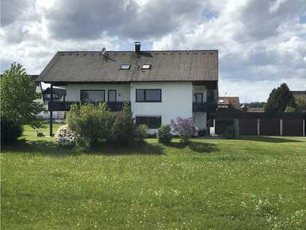 Gepflegte 2,5-Zimmer-EG-Wohnung mit Terrasse und Einbauküche in Seewald Besenfeld