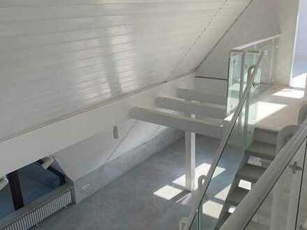Gepflegte 5-Raum-Maisonette-Wohnung mit Balkon und Einbauküche in Herrenberg-Kuppingen
