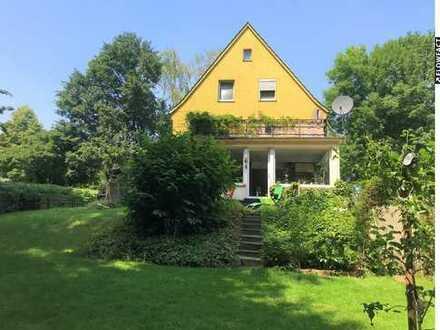 Schönes Dreifamilienhaus mit einer Einliegerwohnung direkt am Stadtpark !
