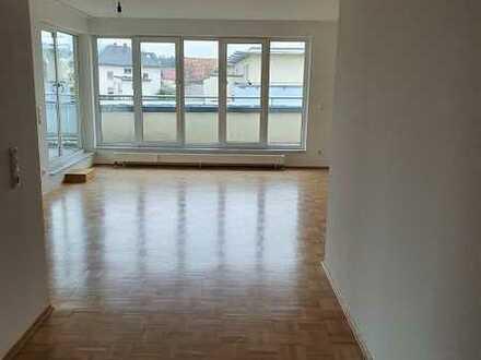 Aparte 4 Zimmer Penthouse Wohnung mit großer Dachterrasse