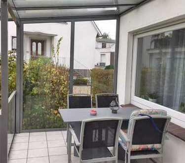 Möbliertes Ferienhaus mit überdachter Terrasse, großem Garten und Stellplatz in Bad Oeynhausen-Süd