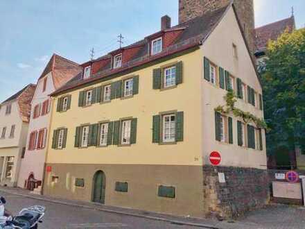 NW-Mußbach: Mehrfamilienhaus mit 2 Wohnungen und Arztpraxis