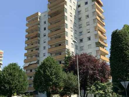 Gepflegte 5-Raum-Wohnung mit Balkon, Einbauküche und Garage in Ludwigshafen