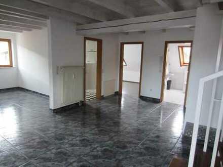 Deggenhausen, schöne 3Zi Maisonette WHG, 85 qm, Balkon , Carport, süd West orientiert