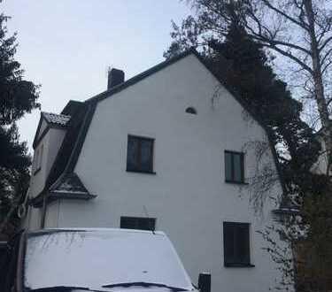Schöne 4-Zimmer-Altbauwohnung mit sehr großem Garten, EBK, schönem Bad und großem hellen Dachgeschoß