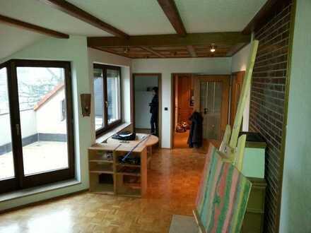 Gepflegte 2-Zimmer-Dachgeschosswohnung mit Balkon und EBK in Weißenburg in Bayern