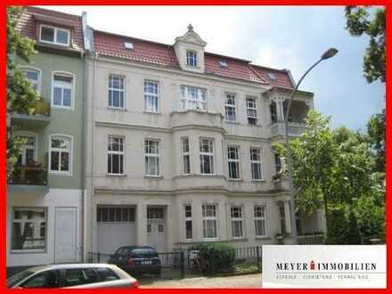Charmante Altbauwohnung mit Loggia & Balkon