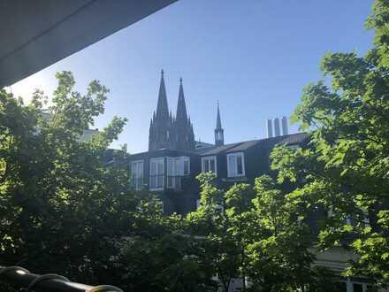 Perle in der Kölner Altstadt mit Domblick
