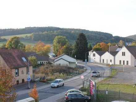 Gepflegte 3,5-Zimmer-Dachgeschosswohnung mit Balkon in Bad König OT Etzen-Gesäß