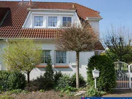 Doppelhaushälfte mit großem Garten und Garage