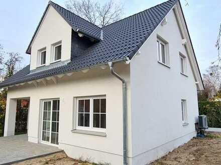 Erstbezug Einfamilienhaus mit Garten, ruhig und zentral