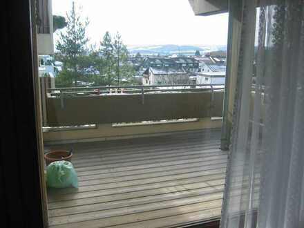 4,5 Zimmer Wohnung mit schöner Aussicht vom Balkon inkl. 2 Parkplätze und Einbauküche in Schönaich