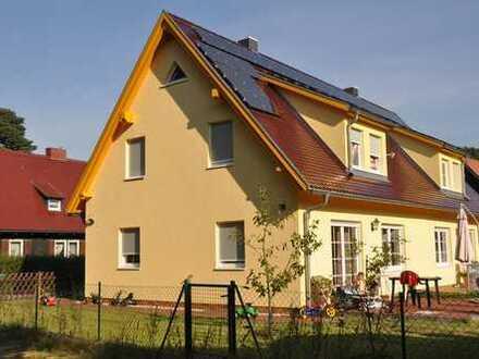 Familienfreundliche Doppelhaushälfte-ruhig, Kamin, 5 min Gehweg zu Regio-S-Bahn, Schule,Kita,Einkauf