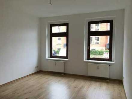 Einraumwohnung zum Erstbezug nach Renovierung im 2. Obergeschoss mit Balkon zu vermieten!