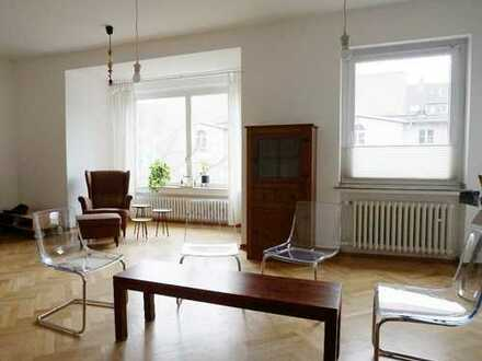 Klinikviertel Gepflegte 5-Zimmer-Wohnung mit Balkon und eigenem Charme