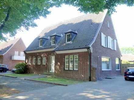 -Charmant, großzügig und mit kleinem Garten- Freistehendes Einfamilienhaus in bevorzugter Wohnlage