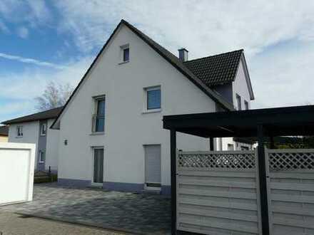 Neuwertiges Einfamilienhaus, Energieeffizienshaus, kurzfristig frei!