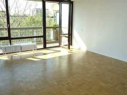Gut vermietet helle 1 Zimmer Apartment mit Balkon in Köln Weiden nähe Einkaufscenter