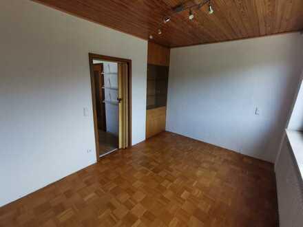 Freundliche 3,5-Zimmer-Wohnung mit Balkon und EBK in Günzburg