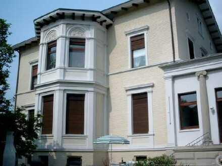 Wohnen in repräsentativer Villa (von privat)