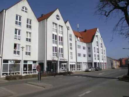 **Wohnen in zentraler Lage von Barth **3 Zimmer-Wohnung mit Balkon, EBK und Fahrstuhl im Haus**