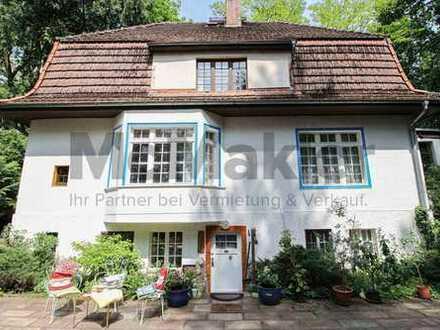 Lebendige Vergangenheit am Scharmützelsee: Großzügige Villa mit 11.000 m² großem Baugrundstück