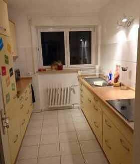 Großzügiges Zimmer in schöner 3 Zimmer-Wohnung