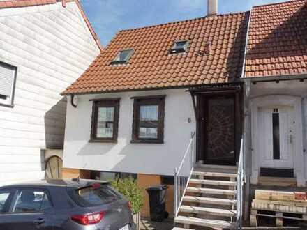 Stadtmitte! Gemütliches kleines Haus mit Garten
