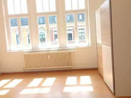 Preiswerte, vollständig renovierte 4-Zimmer-Wohnung mit Balkon und Einbauküche in Plauen