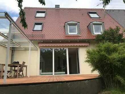 Klein aber fein, Zimmer in großzügigem Einfamilienhaus – Deine Oase in Augsburg Stadt