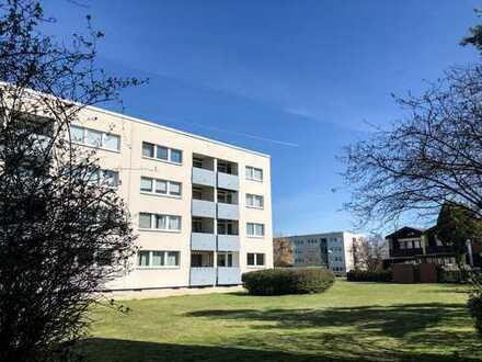 Erstbezug nach Sanierung: Helle 3 Zi. Wohnung mit Parkett und Loggia