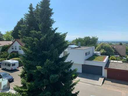Ruhige und sehr schöne 3 Zimmer Dachgeschoss Wohnung in Offenburg OST