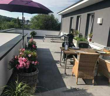 Hochwertig ausgestattete 3 Zimmer Penthouse-Wohnung in bester Wohnlage