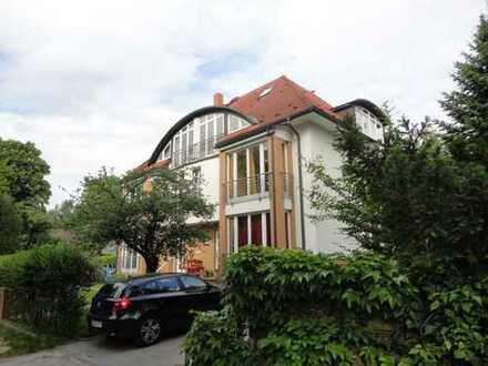 Exklusive 3,5 Zimmer Dachgeschoss-Maisonette mit Balkon in ruhiger Lage