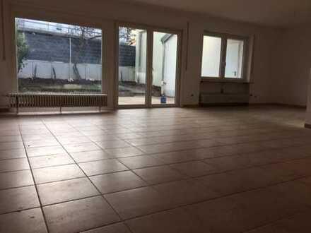Sanierte 5-Zimmer-Wohnung mit Balkon in March Buchheim