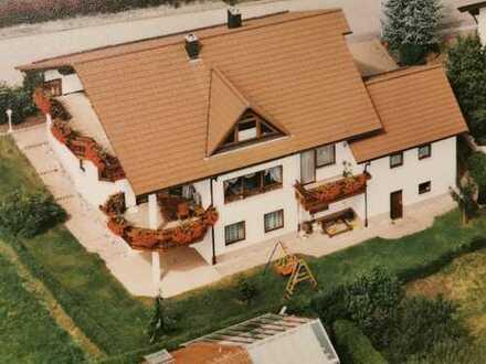 Gepflegtes zweist Mehrfamilienhaus in Römerstein mit Einliegerwoh. auch als Praxis oder Büro nutzbar