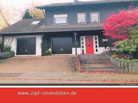 **Großzügiges Einfamilienwohnhaus mit Einliegerwohnung und schönem Garten**
