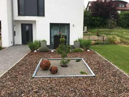 Helle, freundliche & neuwertige 1,5-Zimmer-Wohnung m. Terrasse u. Einbauküche in Heimsheim.