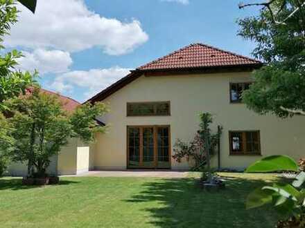Tolles, idyllisches Einfamilienhaus mit großem Garten und viel Platz!