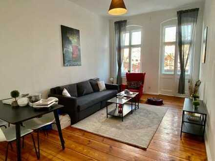 FURNISHED FLAT/MÖBLIERTE WOHNUNG Schöne Altbauwohnung mit neuen Möbeln nahe Volkspark Friedrichshain