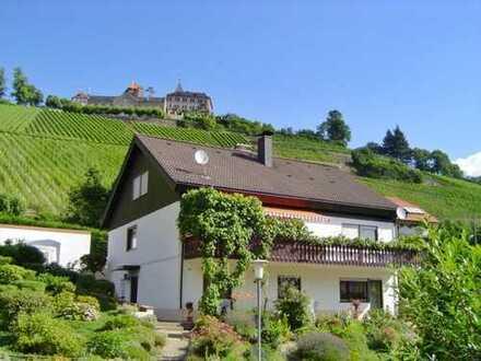 Vor den Toren Baden-Badens: Repräsentatives EFH mit ELW in sonniger Hanglage mit Blick aufs Schloss