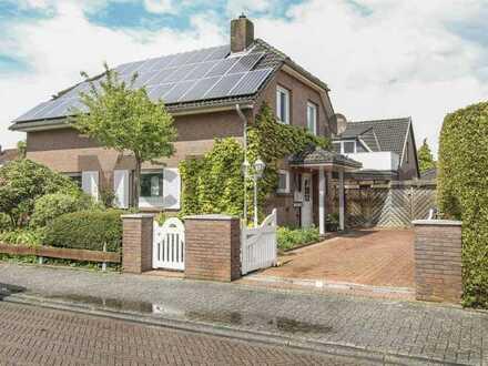 Ruhige Wohnlage - hoher Komfort: Eigenheim mit Garten bietet zahlreiche Highlights