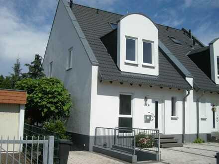 Moderne DHH in Mainz-Weisenau mit Einliegerwohnung in grüner Lage