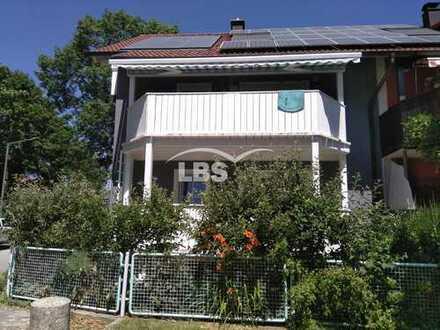 Außergewöhnliches Doppelhaus in ruhiger Wohnlage von Regensburg - ideal für die Familie!
